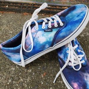 New never worn celestial vans